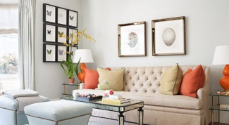 Как оформить стены гостиной