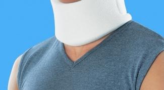 How to wear a neck brace