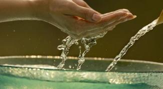 Как делать маникюр на воде