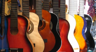 Как настроить гитару с помощью камертона
