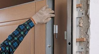 Как отремонтировать входную дверь