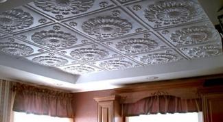 Как класть потолочную плитку