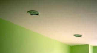 Как выбрать светильник к натяжному потолку