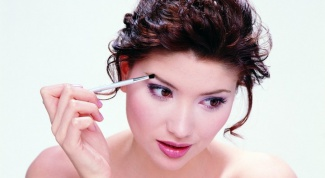How best to paint the eyebrows