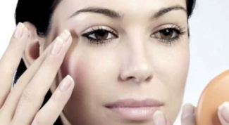 Как быстро свести синяк под глазом