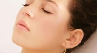 How to pierce ears