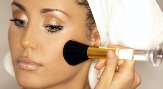 Как нужно наносить макияж