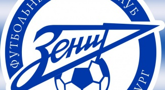 Who is leading in the championship of Russia on football
