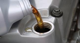 Как откачать масло из двигателя
