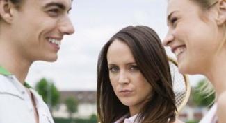 Как быть, если в отношения ввязывается бывшая девушка парня