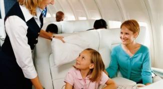 Как перенести полет в самолете