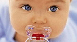 How to give the baby a pacifier