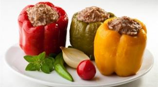 Как приготовить перец, фаршированный овощами по-болгарски
