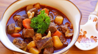 How to cook meat, stewed with vegetables