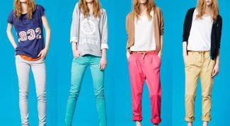 С чем лучше будут сочетаться яркие брюки