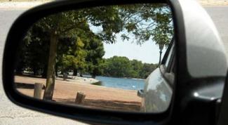 Как отрегулировать зеркало заднего вида