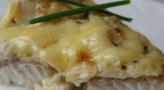 How to cook fish, baked with milk sauce