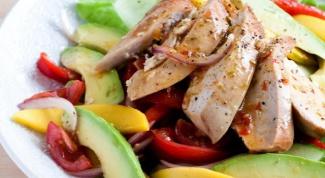 Как приготовить салат с авокадо и курицей