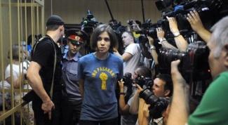 В чем обвиняют Pussy Riot