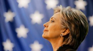 Кто забросал Хиллари Клинтон помидорами