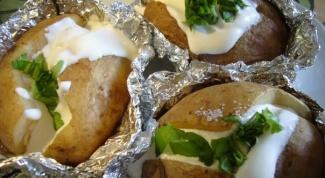 Как запечь картофель в фольге