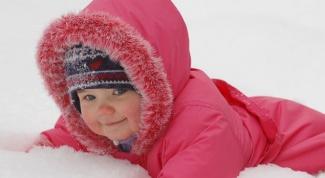Как одеть ребенка на прогулку зимой: правила укутывания