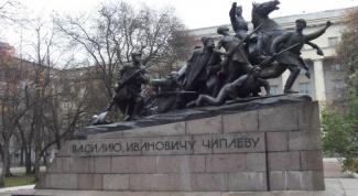 Василий Иванович Чапаев: большевистский миф или народный герой?