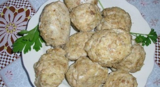 Meatballs steamed in multivarka