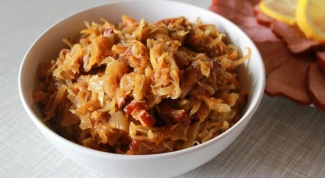Braised cabbage in a slow cooker