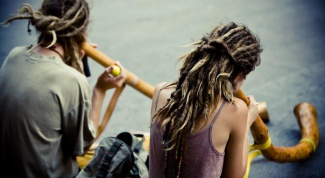 How to weave dreadlocks