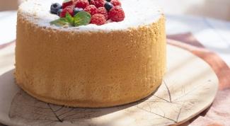 Бисквитный пирог с сухофруктами