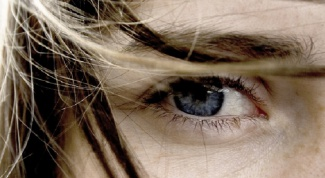 Что делать, если глаз красный и болит