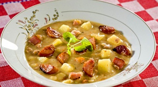 Pea soup with chicken and smoked sausage