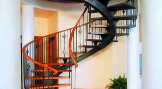 Достоинства и недостатки винтовой лестницы