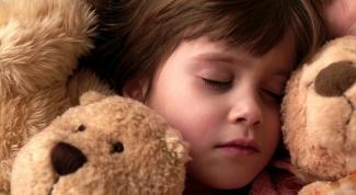 Как научить малыша спать ночью
