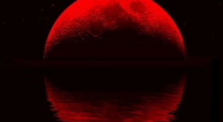 Why is the Moon sometimes red