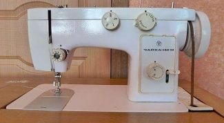 How to insert the thread in the sewing machine