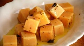 """Готовим вкусную  закуску """"маринованный сыр"""""""