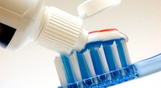 Как выбрать отбеливающую зубную пасту