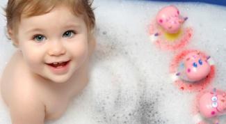Почему ребенок плачет во время купания