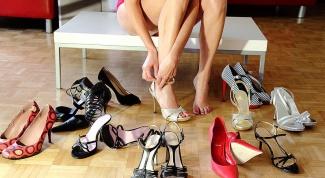 Какого цвета подобрать туфли к коралловому платью?