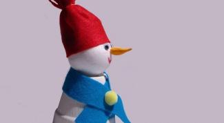 Как сделать снеговика из пенопласта?