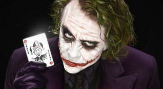 Как нарисовать Джокера карандашом поэтапно?