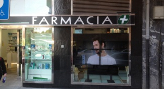 How to decorate a pharmacy window