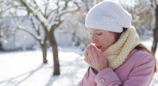 Как быстро согреть замерзшие руки?