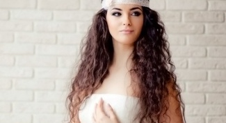 Stylish hairstyles for prom be the center of attention