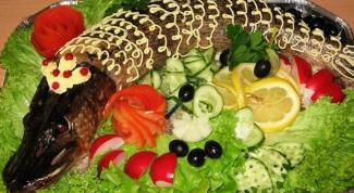 Щука, фаршированная яйцами и грибами