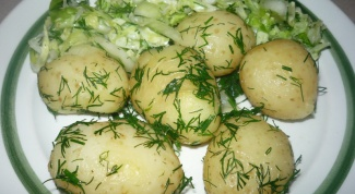 New potatoes with sour cream and dill