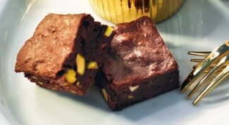 Как приготовить шоколадные брауни с фисташками