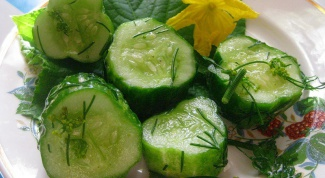 How to cook salted cucumbers in the package